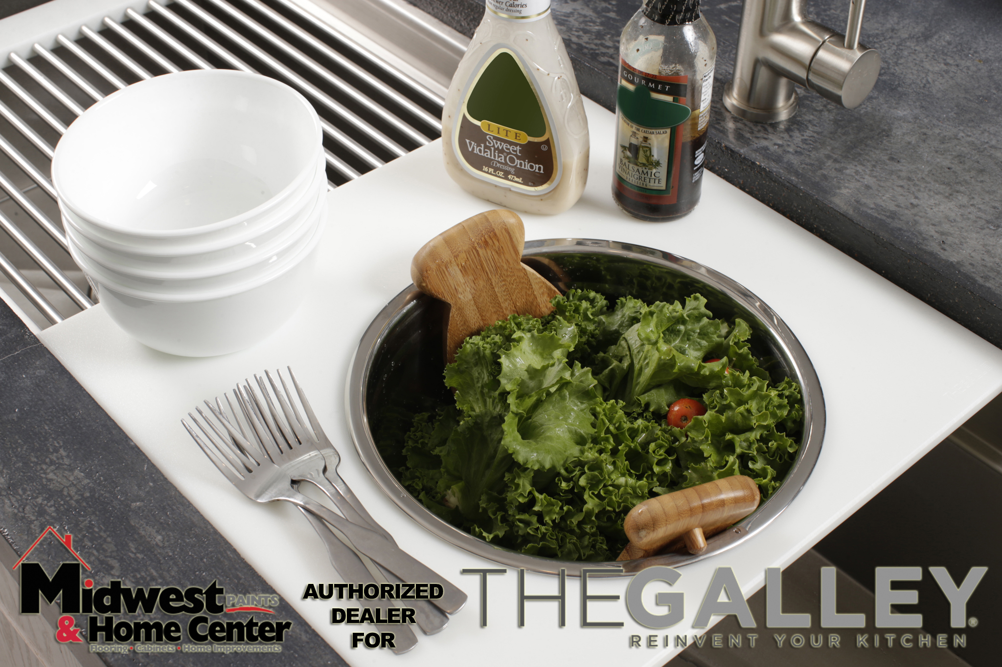 Salad in Bowl in Dual-tier Platform_thumb